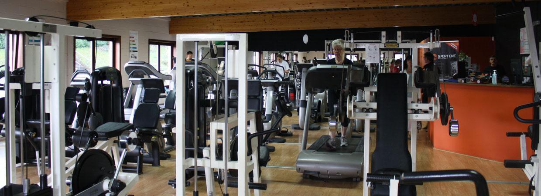 Salle de fitness (vue fond)